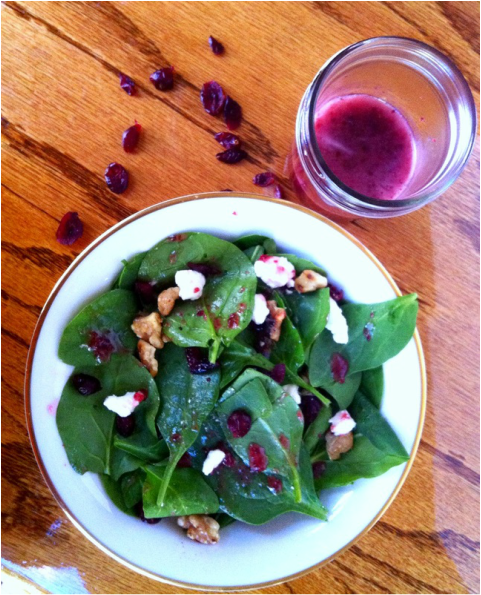 spinach salad, holiday spinach salad, cranberry salad, healthy salad recipe holiday, cranberry vinaigrette recipe, healthy cranberry vinaigrette recipe, de nigris 1889 vinegar, de nigris vinegar, de nigris